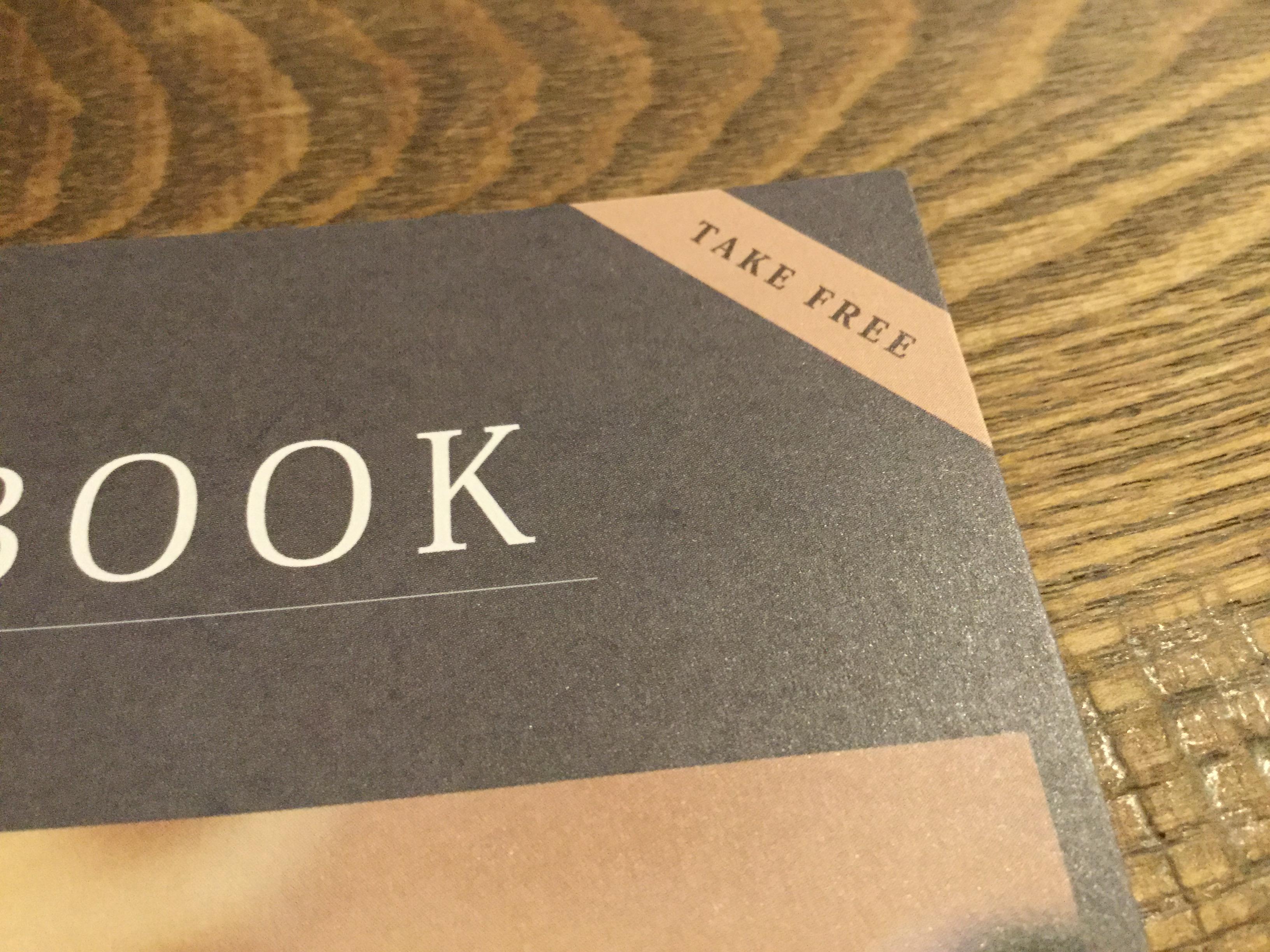 パンフレットにTake freeの文字がデザインされてます