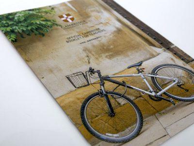 自転車で通えるほど身近。世界最高峰の英語教育のパンフレット